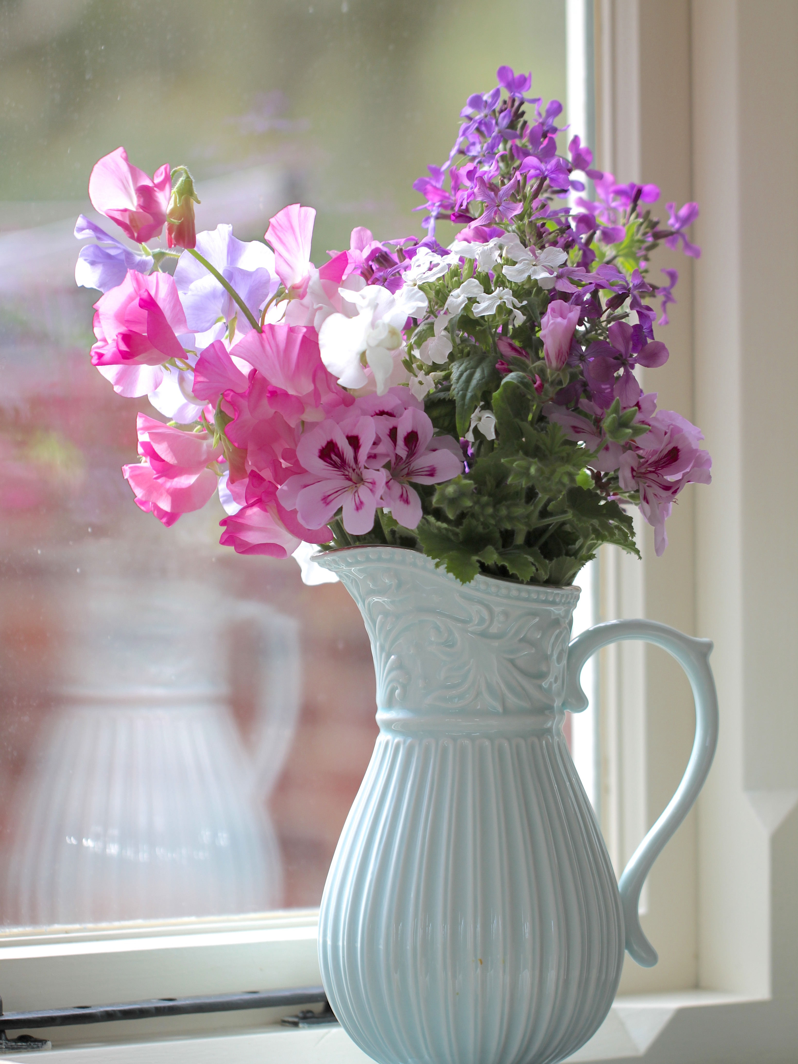 April-Sweet-Pea-Vase